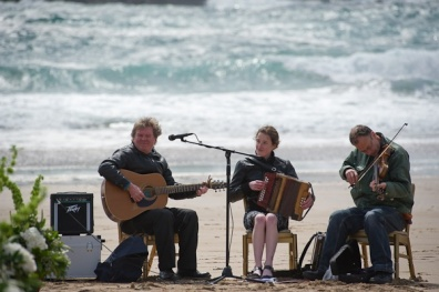 wedding-ceremony-musicians-beach